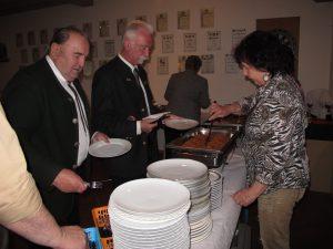OSB-Präsident Franz Brunner eröffnete das äußerst schmackhafte Büffet. Wirklich schade für alle, die nicht an diesem Turnier teilnahmen