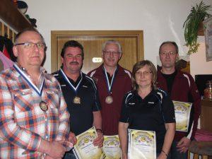 Mit guten Ergebnissen warteten auch die Schützen der Altersklasse auf. Sieger wurde Jürgen Dehling (2. von links)