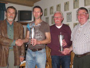 Die erstmaligen Gewinner der Wanderpokal wurden Manfred Schmidt und Theo Heinz